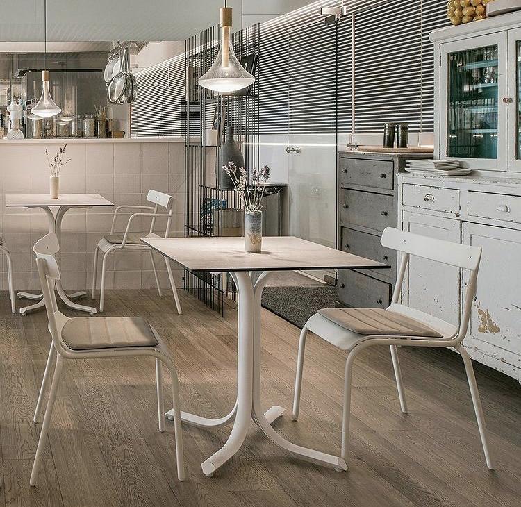 Барный стол на кухне: за или против?